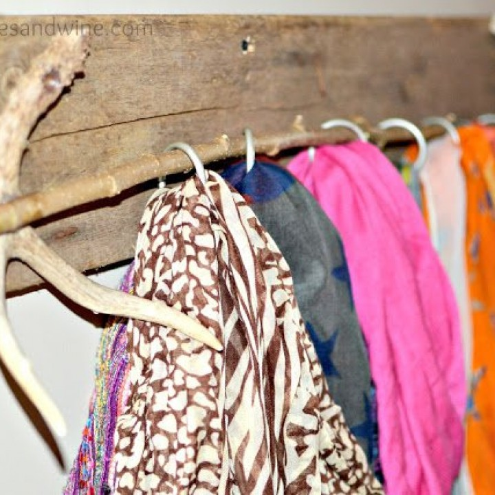 diy-scarf-holder-up-close