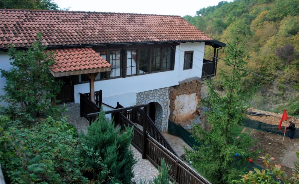 Црквите посветени на Св. Никола, во село Љубанци и неговата близина